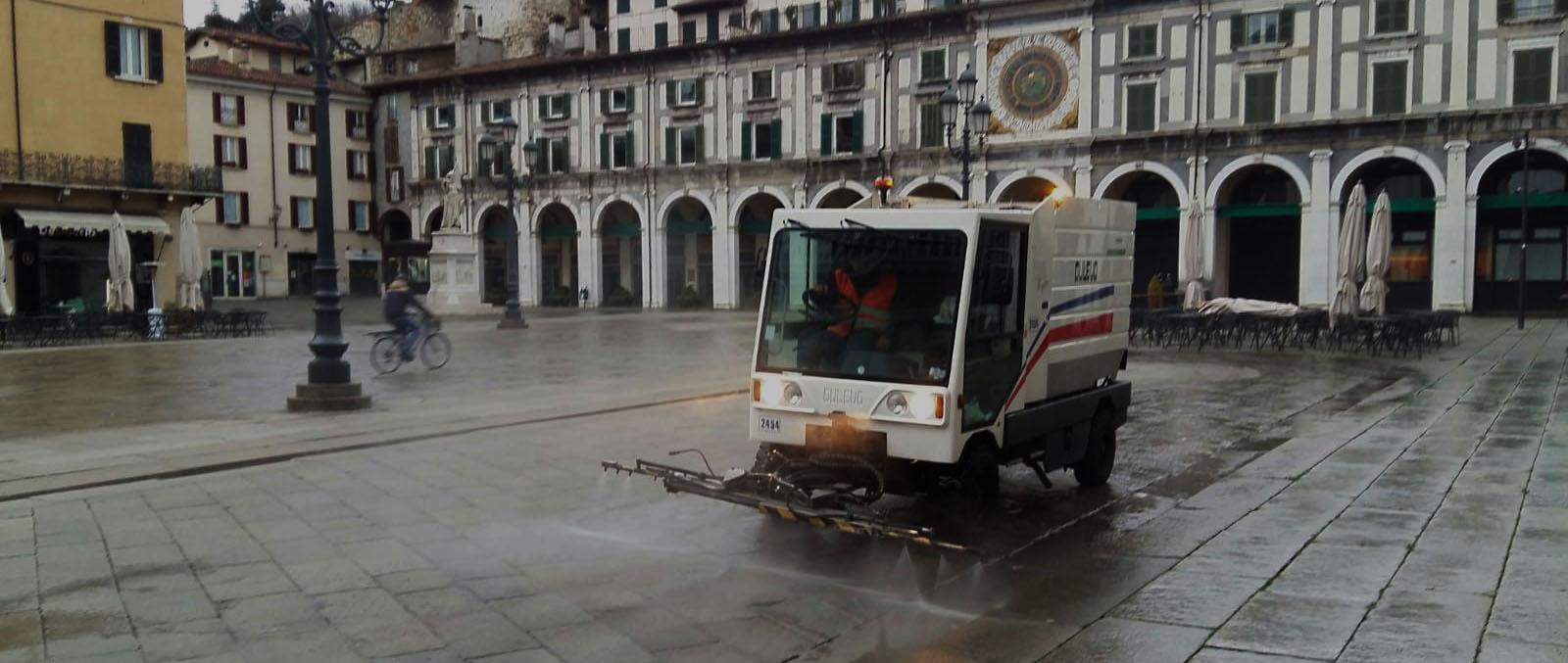 Emergenza COVID 19 - Attività straordinarie di sanificazione delle strade di Brescia.